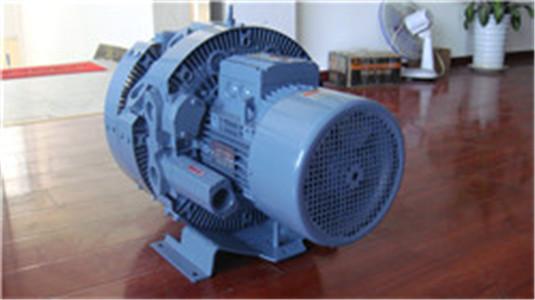 2,少油或无油运转,输出的空气是干净的; 3,相对于离心风机和中压风机