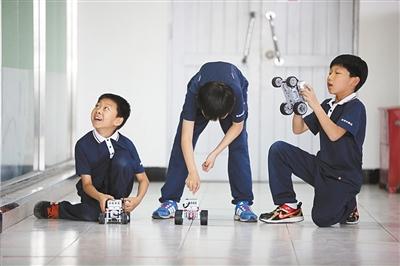 流动科技展促进机器人教育走进学校