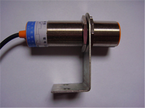 电器接线:rd-iii型旋转探测仪和中间继电器串联使用(见图三),中间