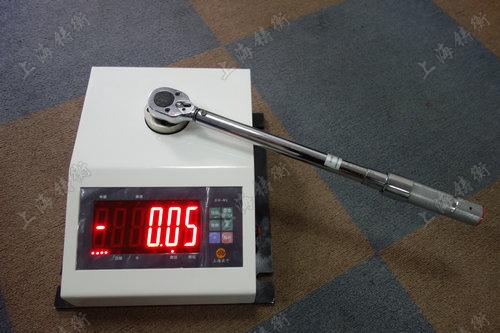 非标定制扭矩扳手校准仪图片